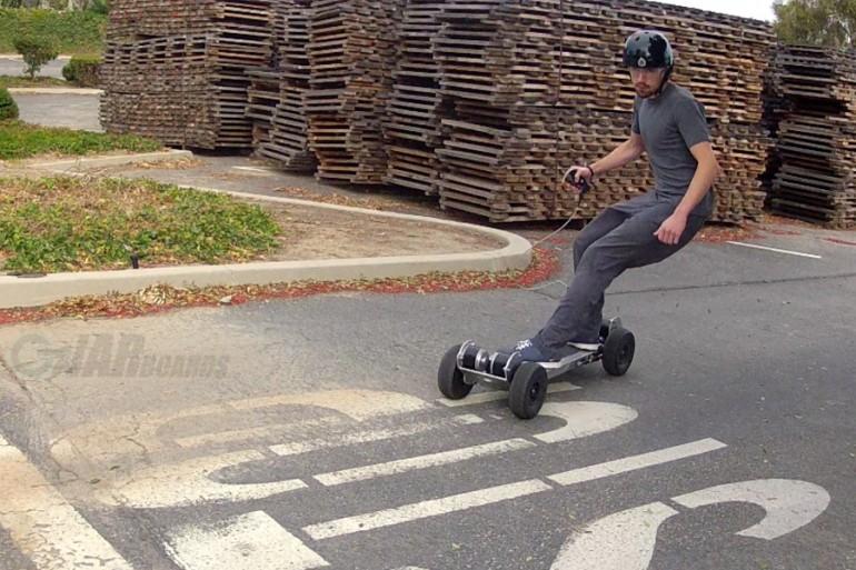 El skateboard eléctrico más ligero avanza rápido en Kickstarter
